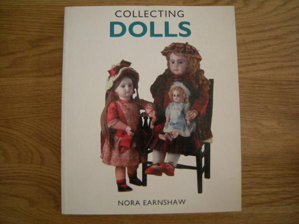 Collecting Dolls de Nora Earnshaw