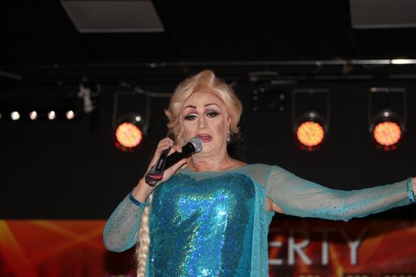 la reine des transformistes au Weberty cabaret music-Hall