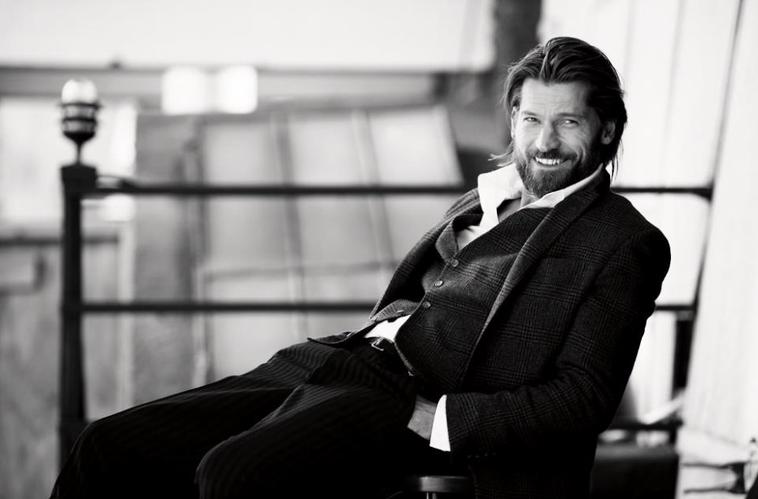 Première photos de Peter pour X Men !!  Nikolaj était la vedette de Vanity Fair pour le mois d'Avril. Voiçi le magnifique photoshoot. Et une interview de Peter dans le série Mag de ce mois çi !