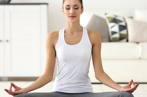 Certains cherchent la sérénité dans le yoga.