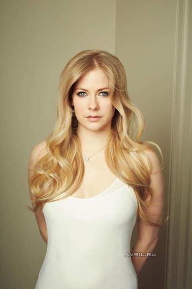 Qui est Avril Lavigne datant maintenant