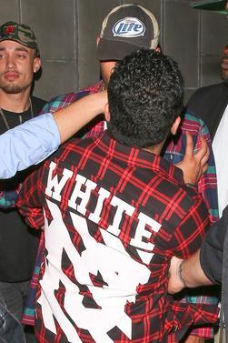"""Chris Brown """"agressé"""" à la sortie d'une boîte de nuit"""