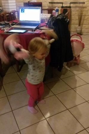 Raissa Qui Danse Avec Minnie Et Mickey Assistante Maternelle