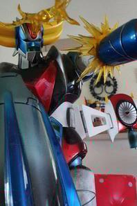 Goldorak avec Alcorak HQS statue sur diorama 80cm