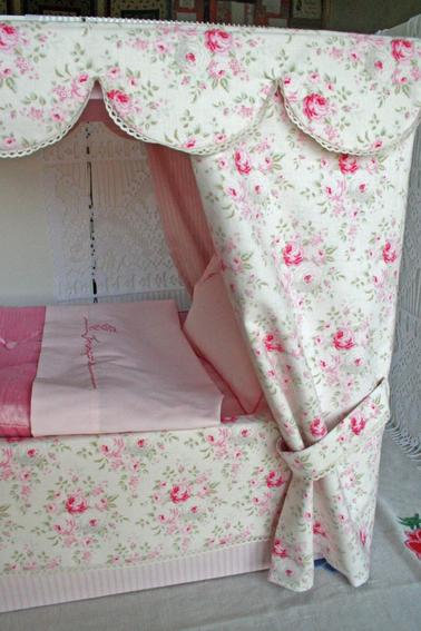Le lit à baldaquin de Novembre 1952