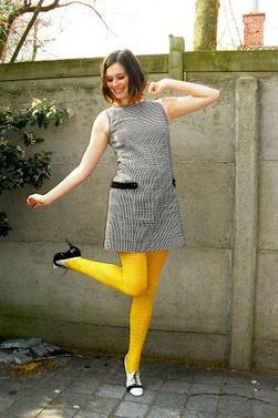 Parlons chiffons le must have osez les collants jaunes moutarde mode te - Les couleurs qui vont avec le jaune ...
