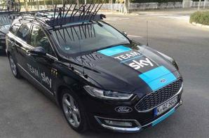 Nouvelle voiture de la sky il font rouler avec une Ford plus avec jaguar