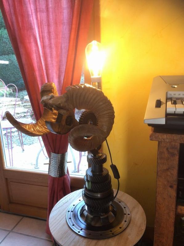 lampe meca skull par falko
