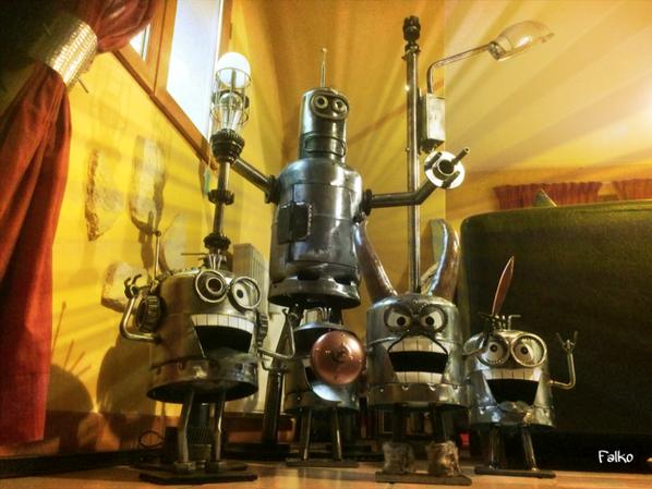 Les Minions avec bouteilles de gaz sculptures par Falko