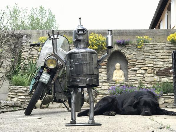 Bender sculpture avec bouteille de gaz par Falko