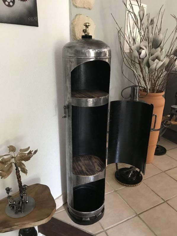 bar ou meuble avec bouteille de gaz par Falko