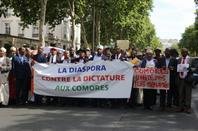 La marche de Paris contre  Azali  et ses sbires