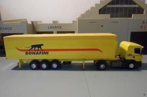 tracteur scania 114L de 350ch avec sem-remorque benne cerealiere des tp bonafini de chez eligor au 1/43.