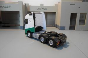 tracteur volvo fh4 eev de 460ch en 6x2x4 des tp maex de chez eligor au 1/43.