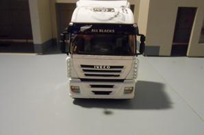 tracteur iveco stralis all blacks blanc de 560ch euro5 de chez eligor au 1/43.