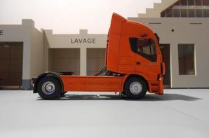 tracteur iveco hi-way de 500ch euro6 de chez eligor au 1/43.