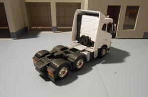 tracteur volvo fh4 eev de 500ch en 6x2x4 en toit bas de chez eligor au 1/43.