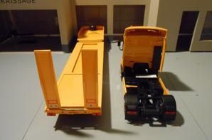 tracteur renault premium de 420ch dci avec semi-remorque porte char en convoi exceptionnel de chez eligor au 1/43.