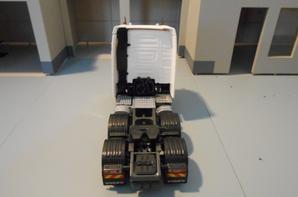 tracteur volvo fh4 eev de 540ch globetrotter en 6x2x4 de chez eligor au 1/43.