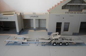 remorque porte camion de marque rolfo centaurus au 1/43. la remorque porte camion a été fait artisanalement fait a la main.