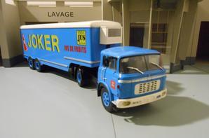 tracteur berliet tr 12-1964 avec semi-remorque des tp joker 100% jus de fruits de chez ixo au 1/43. (edition altaya numero 2 semi-remorques d exception)