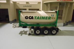 semi-remorque porte container chimique des tp gca tainer le chassie et de chez eligor au 1/43.le container et fait a la main au 1/43.