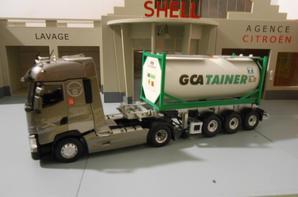 tracteur renault t 520ch de chez eligor au 1/43 avec semi-remorque porte container chimique des tp gca tainer le chassie et de chez eligor au 1/43.le container et fait a la main.