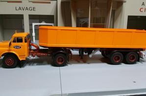 tracteur saviem 19.280 htb des années (1950-1978) 310ch avec semi-remorque benne de chez ixo au 1/43.(édition altaya numéro 9 semi-remorque d exception).