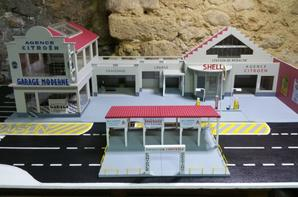 fin du garage moderne et du parc d'exposition occasions.