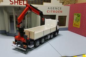 renault trucks c480 blanc avec plateau grue de chez eligor au 1/43.