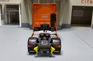 tracteur daf xf 106 euro6 superspace cab orange de chez eligor au 1/43.