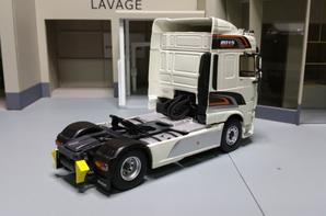 tracteur daf xf 106 euro6 space cab 2015 édition de chez eligor au 1/43.