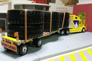 tracteur freightliner century convoi exceptionnel avec semi-remorque des tp michelin de chez eligor au 1/43.