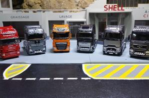 je vous présents c'est six magnifique tracteurs avec les nouvelles rampes de spots de chez eligor au 1/43.