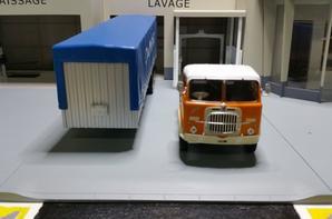 tracteur fiat 690 ti (1961-1969) remorque des trs danzas de chez ixo au 1/43.(édition altaya numéro 40 semi-remorques d'exception).