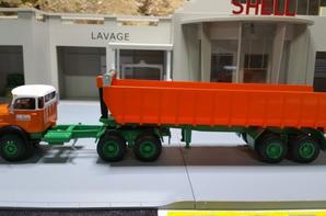 tracteur mercedes-benz ls2624 à nez court (1971-1983) avec semi-remorque benne des trp jean lefebvre de chez ixo au 1/43.(édition altaya numéro 44 semi-remorque d'exception).