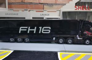TRACTEUR VOLVO FH 4 FH16 750CH 6X4 DE CHEZ ELIGOR AU 1/43 AVEC SEMI-REMORQUE FRIGO DE CHEZ MOTORART AU 1/43.