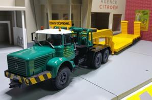 tracteur berliet tbo 15 m3 eb 6x4 (1967-1973) avec semi-remorque porte char convoi exceptionnel trs dessirier h.zucconi modèle ixo au 1/43.(édition altaya numéro 56 semi-remorque d'exception).