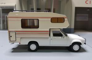 Peugeot 504 dangel azur modèle ixo au 1/43.(édition hachette numéro 8 passion camping-cars).