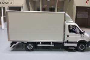 renault mascott fourgon 20 m3 privilège modèle norev au 1/43.