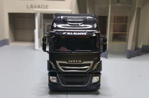 tracteur iveco stralis 570xp all-blacks modéle eligor au 1/43.