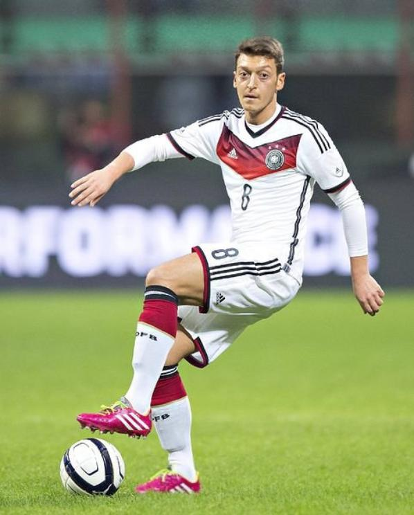 photos du match italie allemagne mesut1ozil. Black Bedroom Furniture Sets. Home Design Ideas