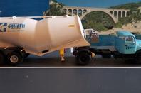 VOLVO N.88 ET SEMI PULVE BANANE FILLIAT DES TRANSPORTS GALLETTI UNE TRANSFO MAISON SUR BASE IXO 1/43