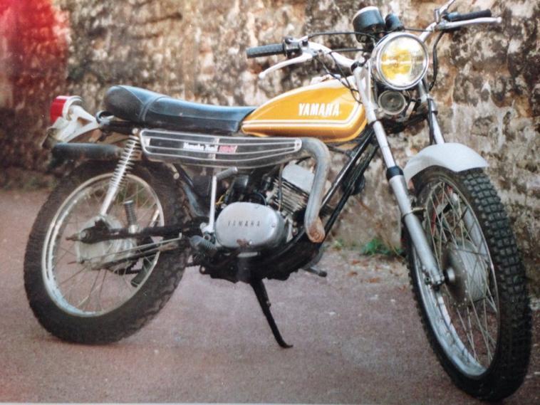 moto yamaha 125 at2 1974 vintageconnections. Black Bedroom Furniture Sets. Home Design Ideas
