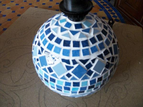 lampe boule mosa que bleue caty mosa mosa que de cathy et ses boites. Black Bedroom Furniture Sets. Home Design Ideas
