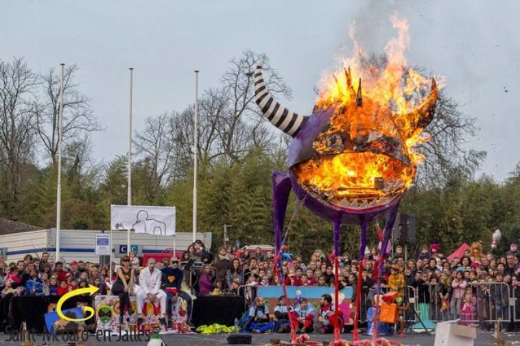 Retour en images sur l'édition 2014  Les 14 et 15 mars, le Carnaval s'est mis en bulle.  Cette grande fête populaire inter-générationnelle, l'une des plus importantes de l'agglomération bordelaise, avait cette année pour thème la bande dessinée