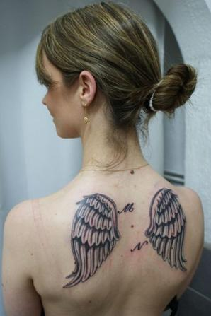 tatouages dos femme tatouages and piercings. Black Bedroom Furniture Sets. Home Design Ideas