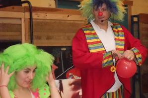 ANIF 4   SPECTACLE DE CLOWN  clown assis au nez rouge