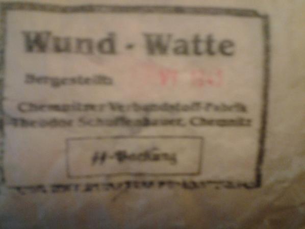 Detail des pansement Waffen SS daté 1943
