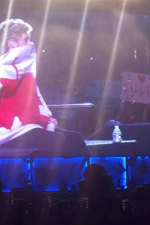 Niall il a l'air de bien aimer le Canada x')